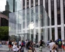 Trending News Monday: iPhone 6 boosts Apple Sales